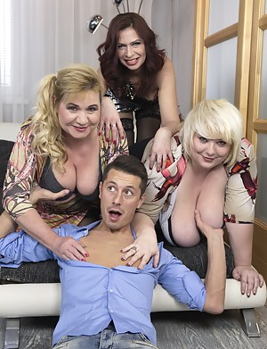 Big Tits Reverse Gangbang Porn Pictures